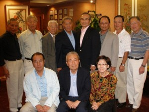 Charlie Huh (back row, second from left) and members of the Yonsei Class of 1962.